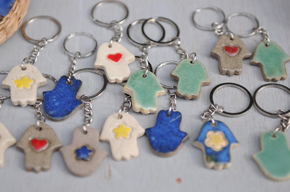 מחזיקי מפתחות מקרמיקה של ילנה לוקצקי